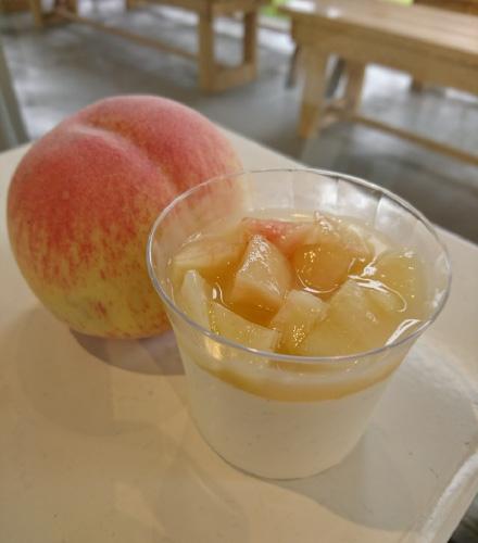 桃のパンナコッタ